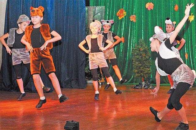 Маленькие артисты из хореографического кружка дворца.