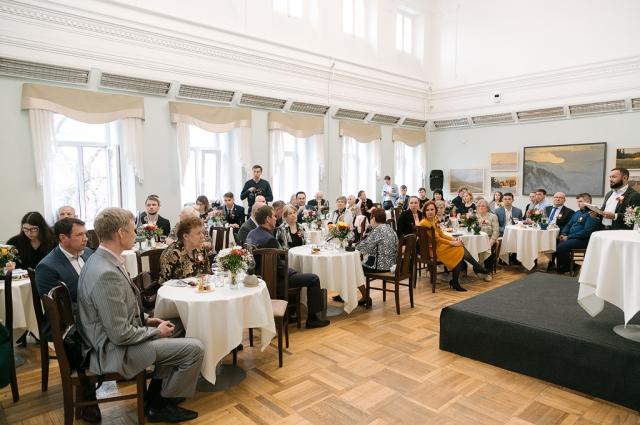 Зал Пушкинской библиотеки на несколько часов превратился в гостиную.