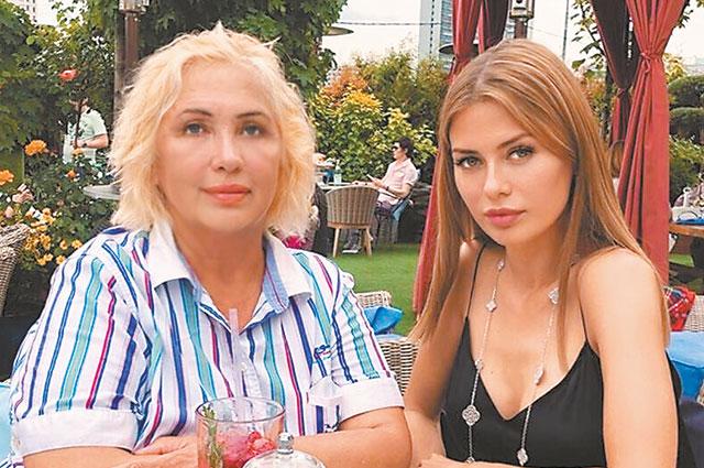 Виктория Боня с мамой.