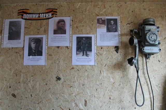 Внутри фургона маленький музей на стене фотографии родственников путешественников, участников ВОВ