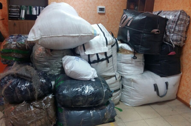 Контрабандисты пытались вывезти из Украины в Россию на продажу пальто и куртки.