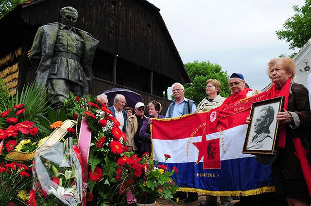 Празднование дня рождения Иосипа Броз Тито в его родном селе Кумровец (Хорватия).