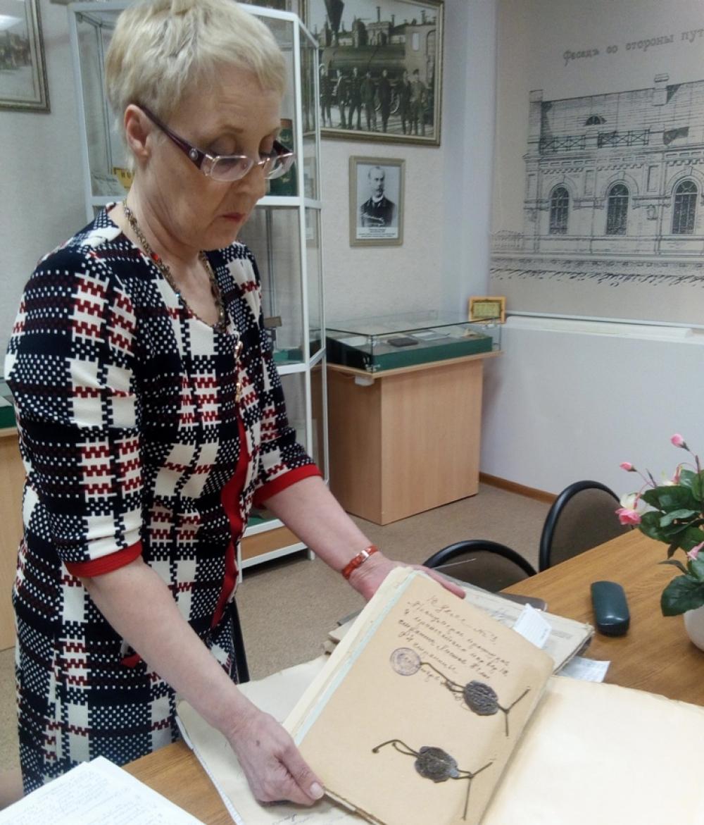 В 1942 году из библиотек и книжных магазинов были изъято и уничтожено 2327 книг.