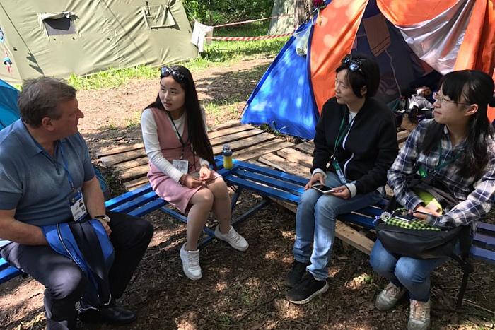 Также Игорь Васильев лично пообщался с инициативной молодежью.