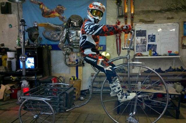 Ещё одно изделие братьев - велосипед в стиле ретро.