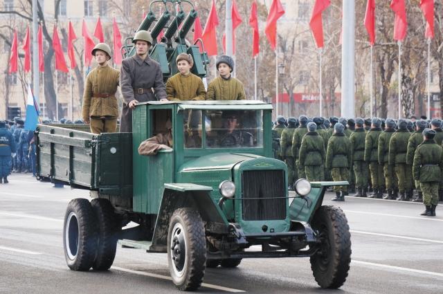 Техника времён Великой Отечественной войны открыла мероприятие.