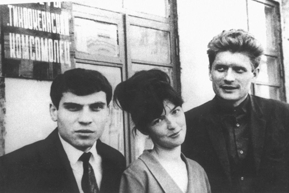Молодые поэты Владивостока - Илья Фаликов, Наталья Ариши- на, Вячеслав Пушкин, 1960-е гг.
