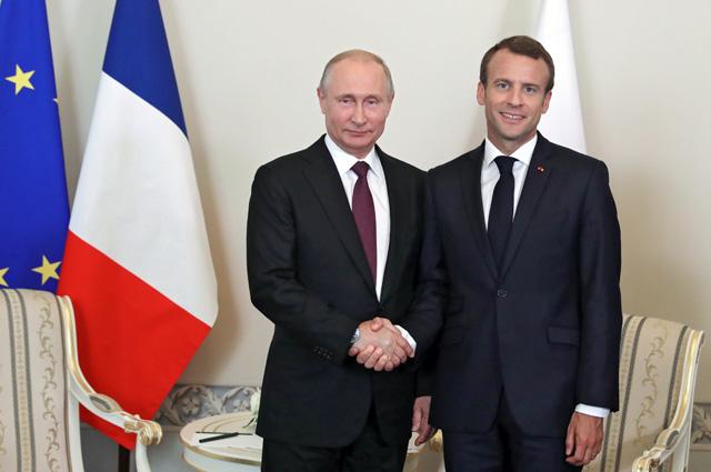 Президент РФ Владимир Путин и президент Франции Эмманюэль Макрон.