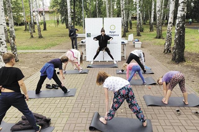 В парке им. Чехова прошёл мастер-класс по фитнес-йоге.