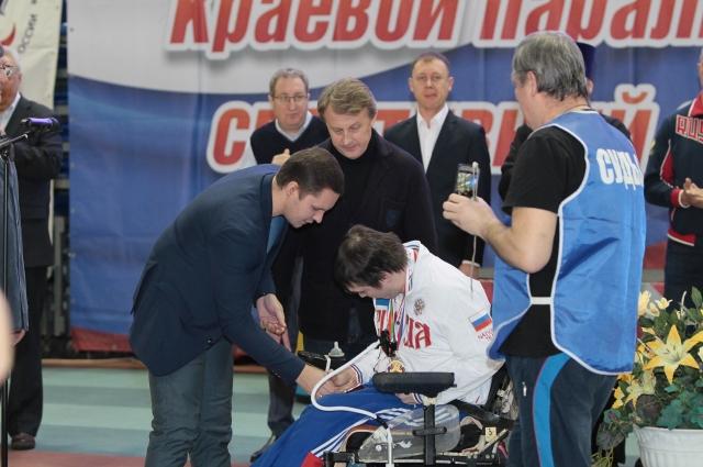 От регионального отделения «Единой России» спортсменов поздравил врио руководителя пермского регионального исполкома Партии Станислав Швецов.