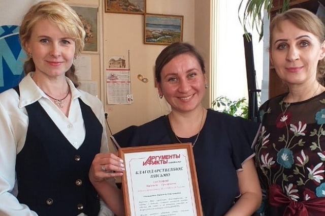 Педагог- организатор школы с.Гонгота Надежда Соскова на фото в центре.