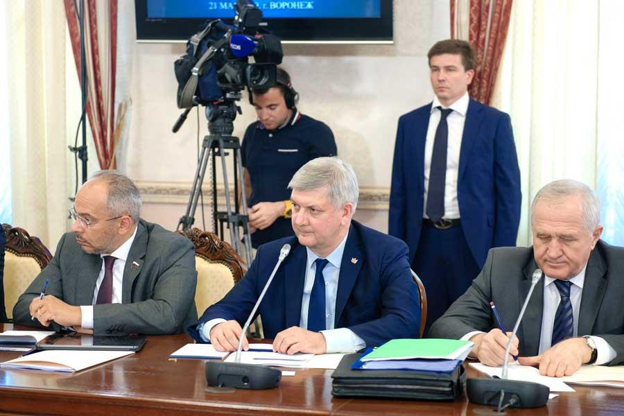 На заседании правительственной комиссии по вопросам АПК  Александр Гусев подчеркнул значение сельского хозяйства для  экономики региона.