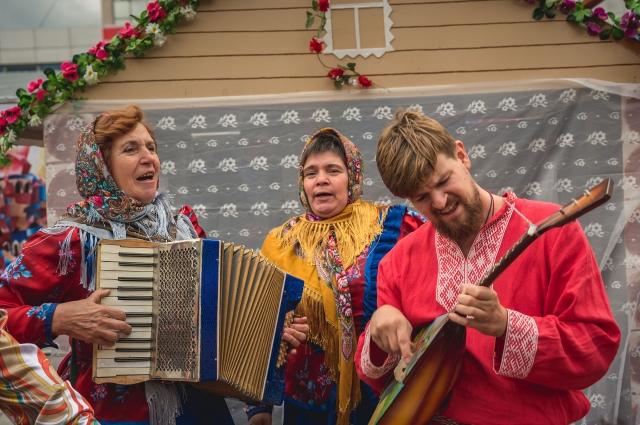 С бытом и культурой народов Оренбуржья можно было познакомиться, посетив экспозиции национальных диаспор.