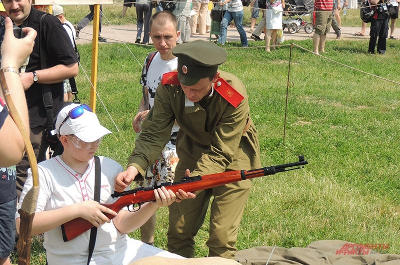 На фестивале можно было пострелять из оружия того времени