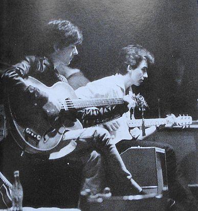 Стюарт Сатклифф (слева) и Джордж Харрисон.