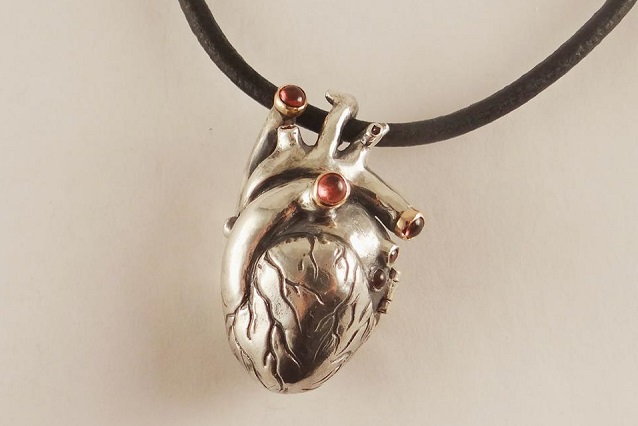 Кулон «Анатомическое сердце» из мастерской братьев Глазуновых.