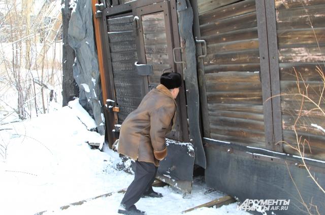 Вход для спуска в шахтерскую штольню на шахте «Гуковская» закрыт.