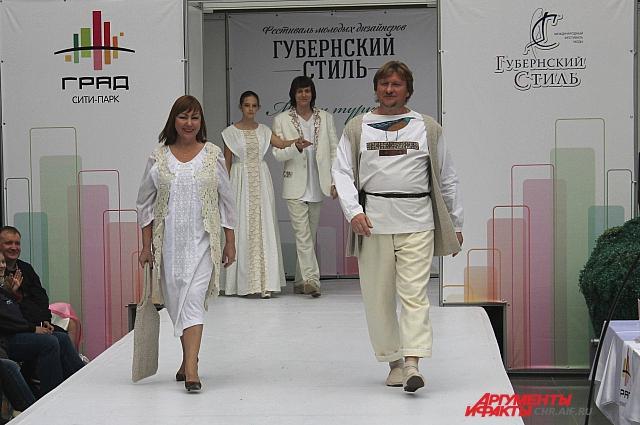 Один из организаторов фестиваля Николай Сапелкин выступил еще и в качестве этно-модели.