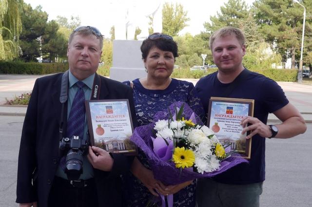Тренер, мама и муж Анны Гринёвой после чествования в мэрии Волгодонска.