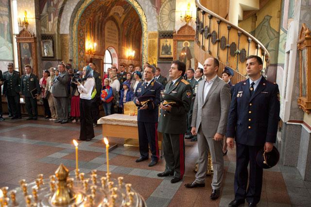 Вера и духовность всегда являлись важными составляющими офицерской службы. После торжественной церемонии приведения к присяге сотрудников по традиции проводится молебен.