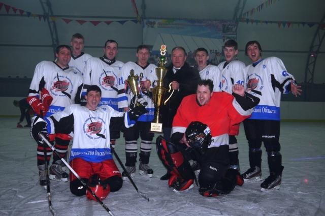 Впервые в 2016 году за Кубок главы района боролись любинские хоккейные команды.