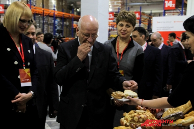 Многие продукты оренбургских производителей стали у покупателей.