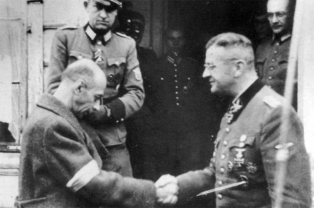 Тадеуш Коморовский и фон дем Бах.