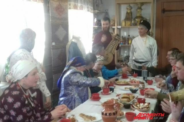 Мастера из разных районов Приангарья привезли в Иркутск предметы  казацкого быта ручной работы.
