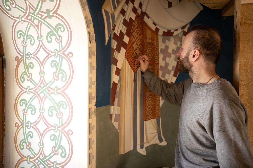 Для работы над росписями пригласили художников из Санкт-Петербурга и Екатеринбурга.