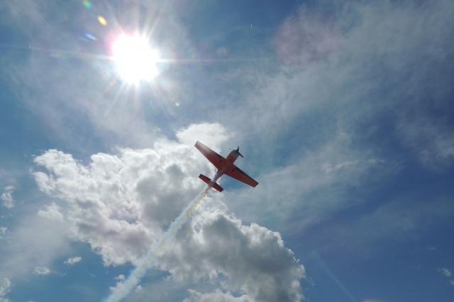 Пилот показал фигуры высшего пилотажа.