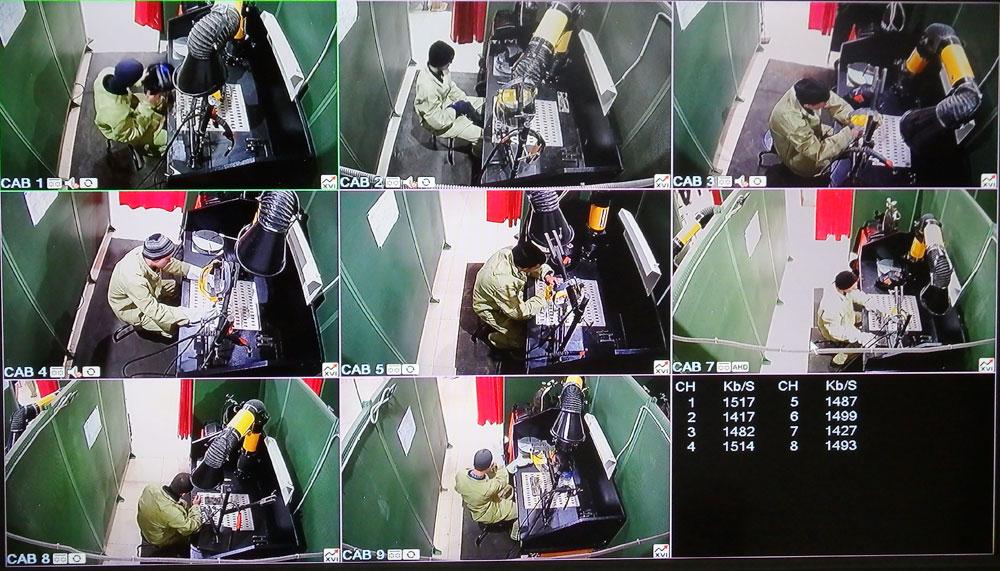 За работой студентов наблюдают через видеокамеры