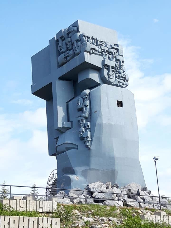 Маска скорби скульптор Эрнест Неизвестный.