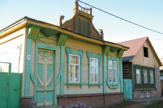 В  таких домах жили мещане и купцы.
