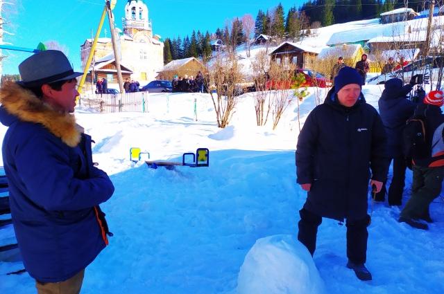 Павел Деревянко и Евгений Григорьев готовятся к съёмкам.
