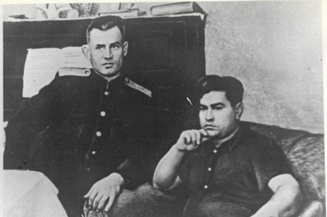 Два героя – З. Сорокин и А. Маресьев.
