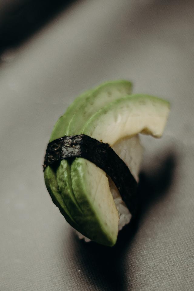 Нигири авокадо