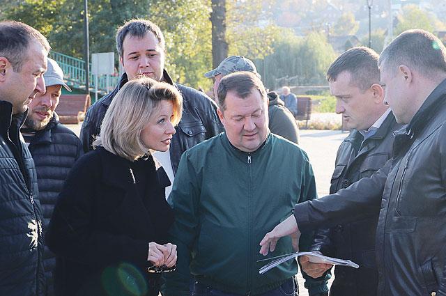 Врио главы администрации области Максим Егоров оценил ход реконструкции набережной в Мичуринске.
