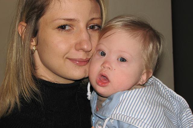 Маленькая Ника с мамой