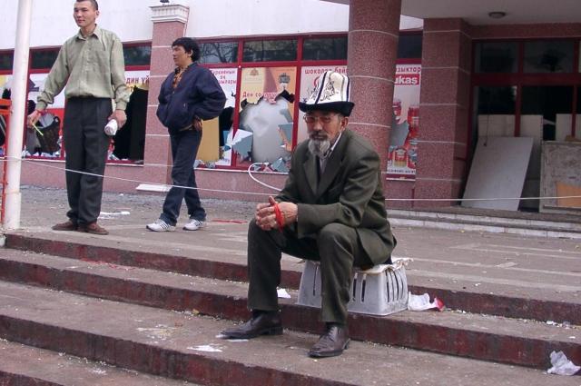 После погромов цветной революции в Киргизии, 2005 г