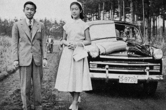 Принцесса Такако со своим старшим братом наследным принцем Акихито в 1954 году.