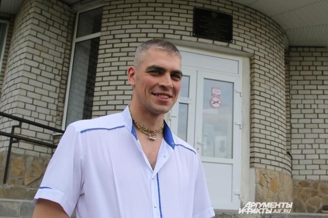 Врач Андрей Кобзев ждет с нетерпением получение паспорта гражданина Российской Федерации.