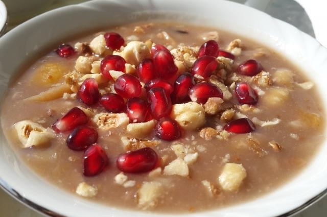 Этот калорийный, но вкусный десерт - родом из Турции.