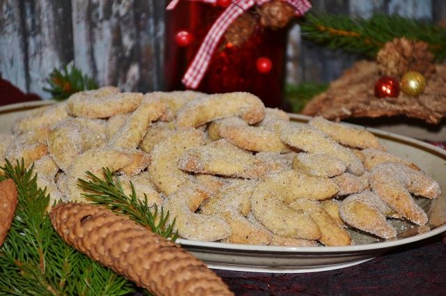 Приготовление традиционного австрийско-немецкого печенья займёт у домохозяек немало времени.