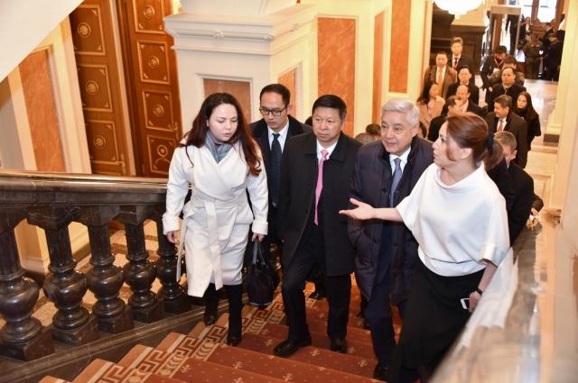 Делегация Компартии Китая приехала в Казань на форум «Региональное сотрудничество в деле сопряжения проектов ЕАС и Нового шелкового пути».