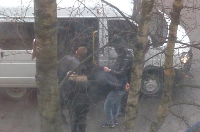 Силовики задержали троих подозреваемых.
