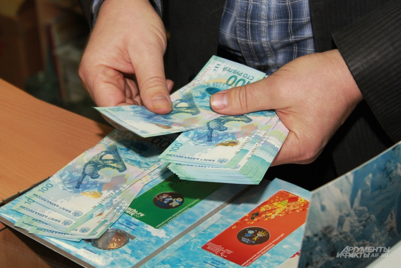 Олимпийские памятные банкноты расходятся на сувениры