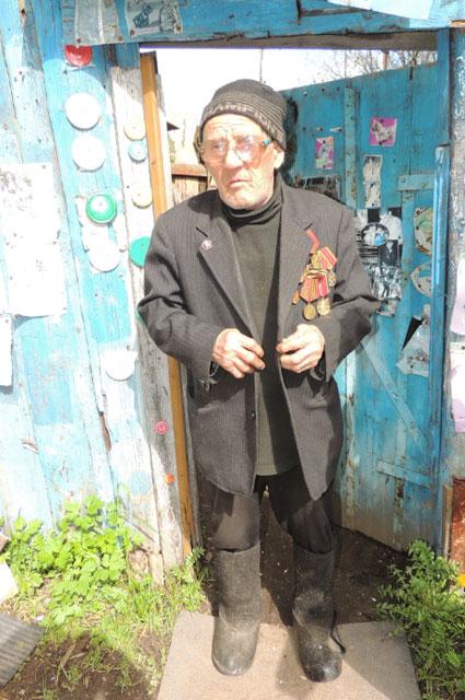 Валентин Махалин живёт в частном секторе в Ярославле около Петропавловского парка.