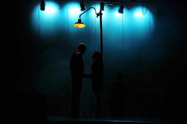 Герои спектакля в первый раз узнали, что такое любовь.