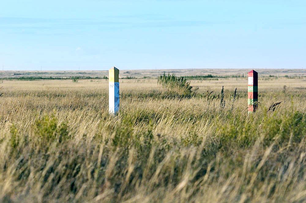 Мать-природа не признаёт государственных границ. И по какой-то одной лишь ей ведомой причине она поделила эту подземную кладовую меди между Россией и Казахстаном. И эта граница на самом деле не линия разграничения, а место, где территории и интересы России и Казахстана объединяются в единое целое.
