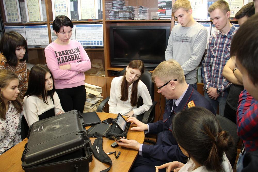 Дмитрий Крютченко рассказывает о возможностях криминалистической техники.